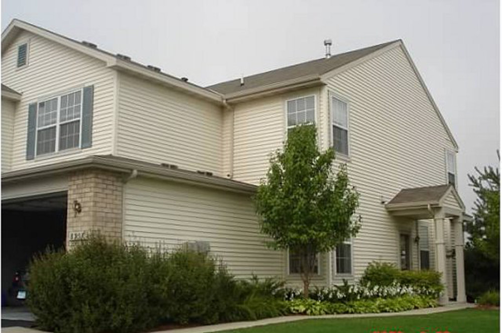 maple grove townhome rental exterior