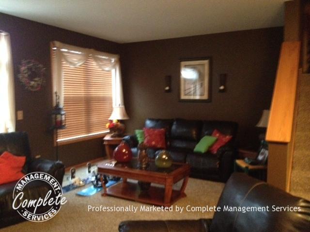 shakopee rental property living room