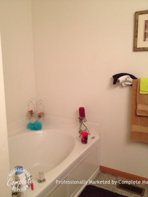 shakopee rental property bathroom