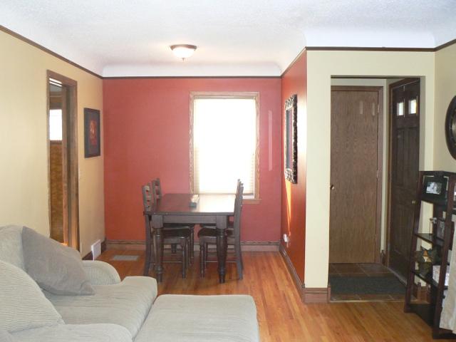 richfield rental home dining room