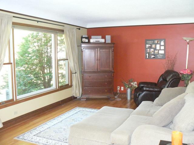 richfield rental home living room