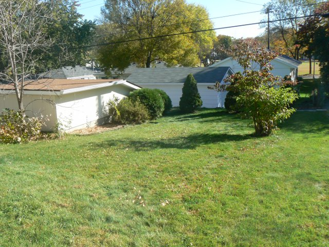 richfield rental home yard