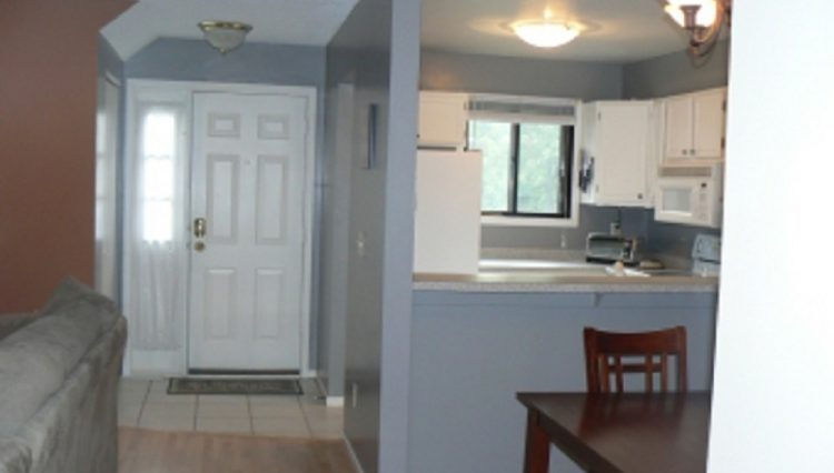 st. louis park townhome rental entry way