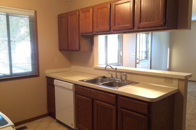 maple grove townhome rental kitchen