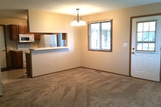 maple grove townhome rental dining room