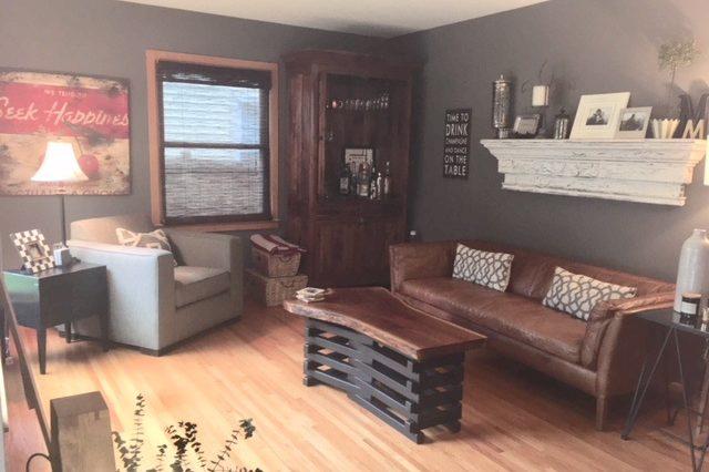 st. loiuis park rental living room