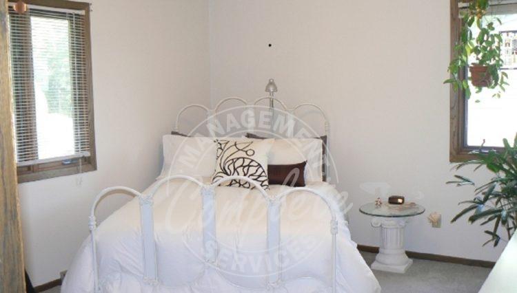 mound duplex rental bedroom