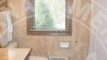 mound duplex rental bathroom