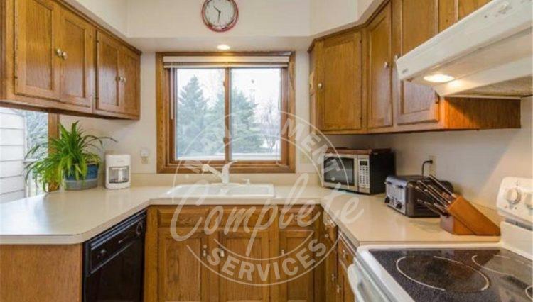 apple valley twin home rental kitchen