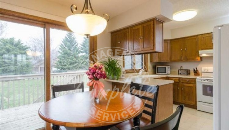 apple valley twin home rental dinette