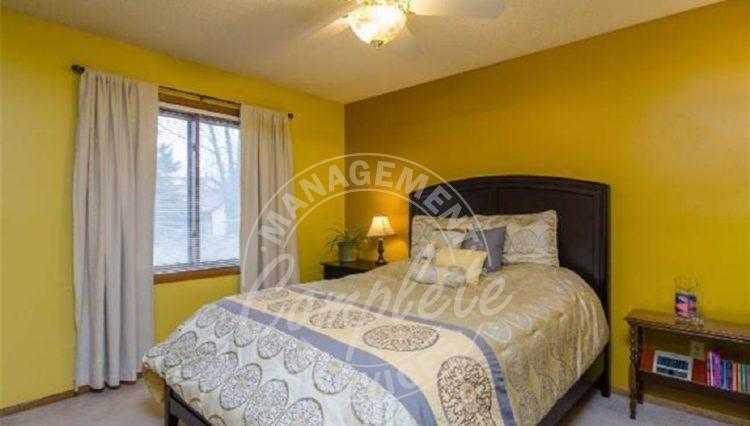apple valley twin home rental master bedroom