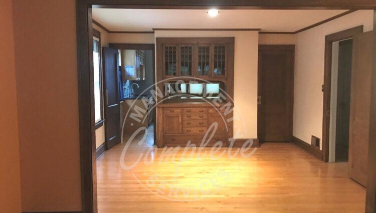 minneapolis home rental living room
