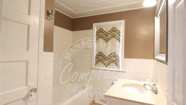 minnetonka home rental bathroom