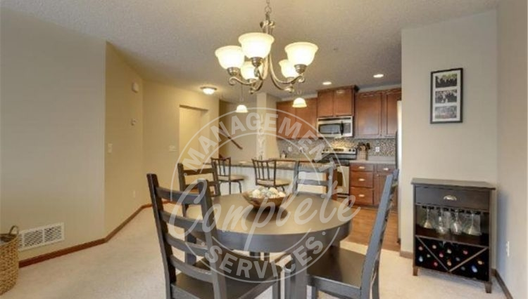 plymouth townhome rental dining room