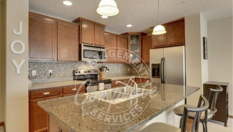 plymouth townhome rental kitchen